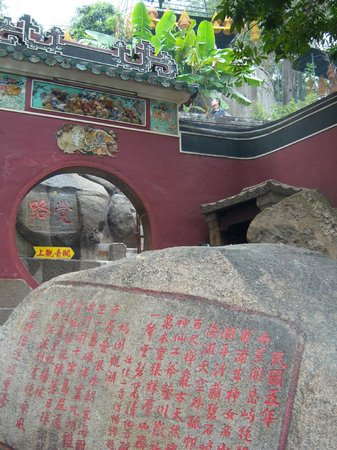 A-Ma Temple (Ma Kok Miu) : Rocks with inscriptions