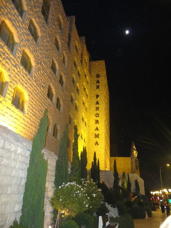 Dan Panorama Jerusalem: FRente do hotel