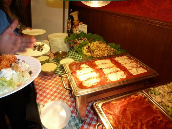 Frantones Pizza & Spaghetti Villa: Delicious not too pricy buffet included beverage and coffee.