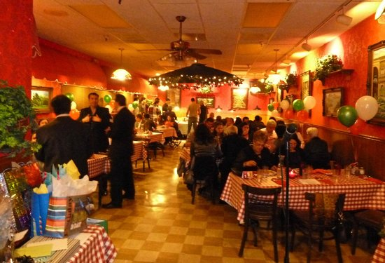 Frantones Pizza & Spaghetti Villa: Party getting rolling in a beautiful private room for approx. 50.