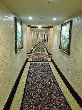 Peppermill Resort Spa Casino: Flur