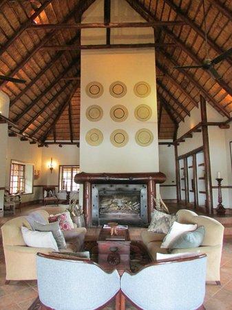 Thornybush Waterside Lodge : sala relax