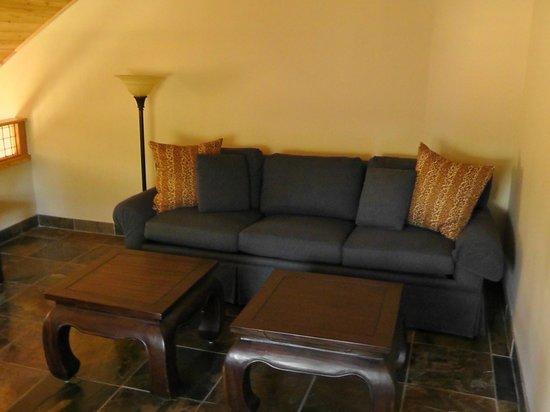 Chalet View Lodge: Sofa (oben)