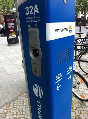 Kurfurstendamm (Kurfurstendam): Можно и подзаправиться если подсели батарейки.