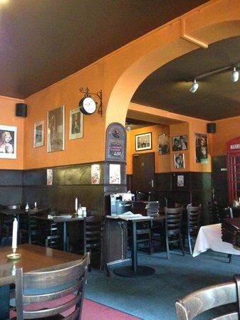 Kurfurstendamm (Kurfurstendam): Берлинское типичное кафе прошлого века.