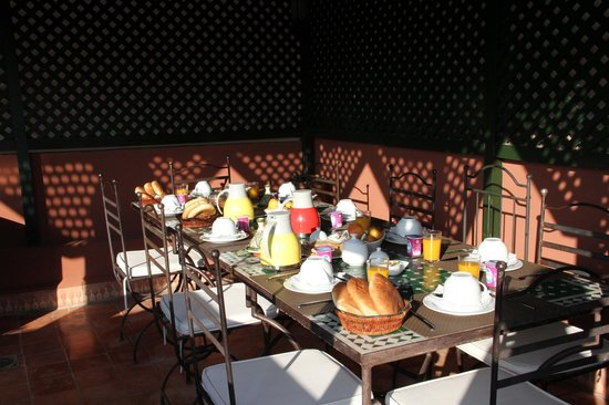 Riad Al Karama : Petit déjeuner sur la terrasse