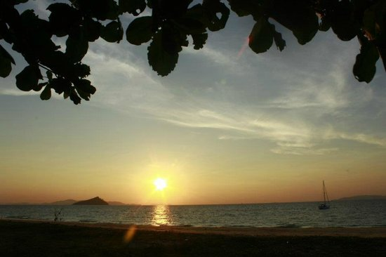 Ko Bulon Le: Sun set at the east beach