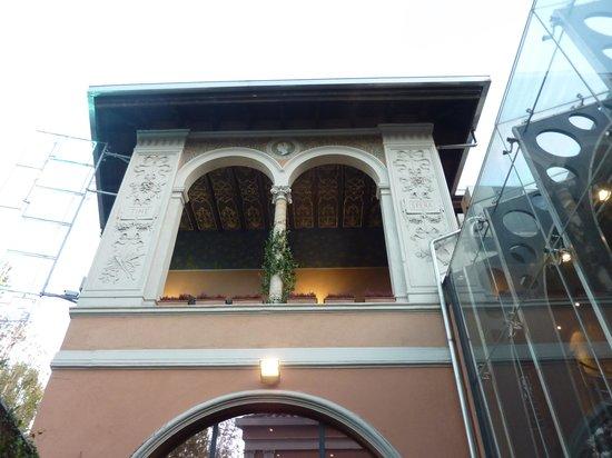 Hotel dei Pittori: loggia al piano superiore