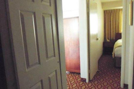 Anchorage Grand Hotel : hallway