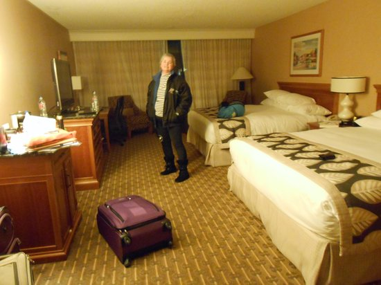 Hilton Seattle Airport & Conference Center: Two-King bed room (with tiny cash cans)