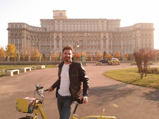 Slow Tours - Bike Tours: Stop in front of the Palace of the Parliament