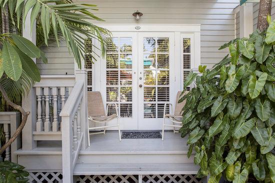 Eden House: Large Deluxe Porch