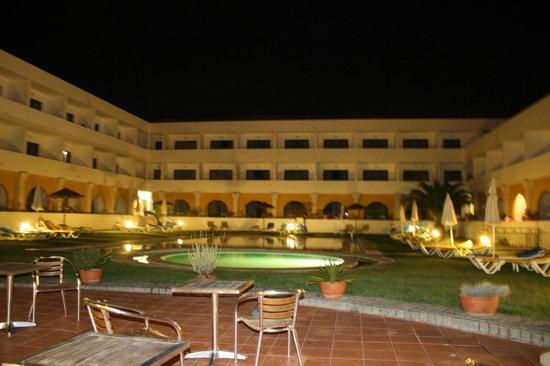 Hotel Dom Fernando: Piscines