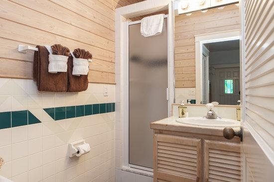 Eden House: Large Delux Bath