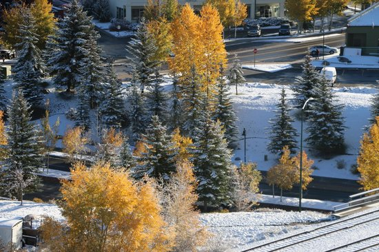 Westin Riverfront Resort & Spa: view from 924 overlooking the eagle river and gates