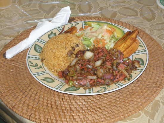 Gutside Bar and Restaurant: Filet of Red Snapper with rice, salad and plantains, yummy !!!