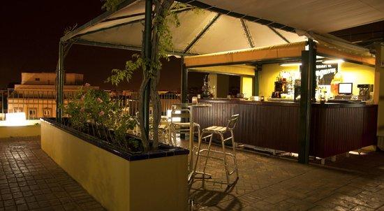 Terraza bar noche hotel don paco sevilla picture of for Terraza bar