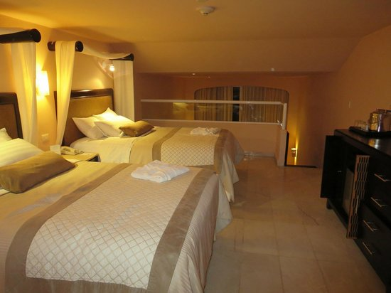 Cozumel Palace: Upstairs double beds