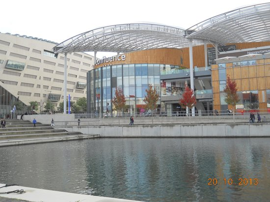 Novotel Lyon Confluence : Centro commerciale