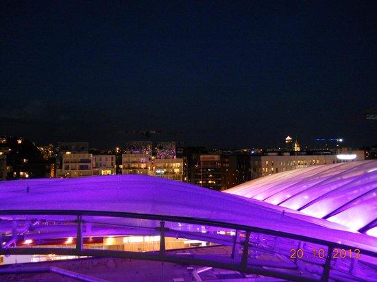 Novotel Lyon Confluence : Dalla camera di notte