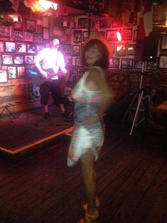 Briny Irish Pub: Live music to dance to at the Briny