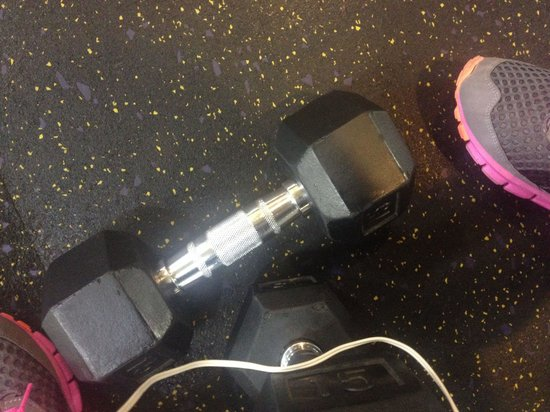 Hampton Inn Baltimore / Glen Burnie: The hotel does not have a gym however you are able to go to the local Gold's Gym! Better than an
