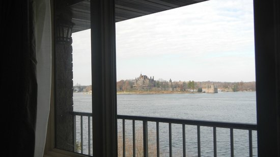 Bonnie Castle Resort: View of St Lawrence River with Boldt Castle