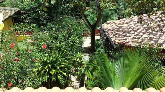 Pousada Aquarela: Vista da varanda que da para ver a entrada da pousada.