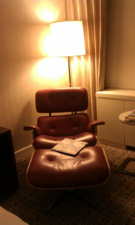 Renaissance Washington, DC Downtown Hotel: Comfy in-room chair