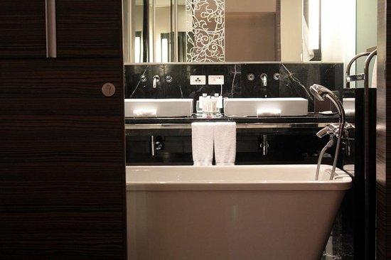 Le Méridien Bangkok: Avantec Suite_Bathroom