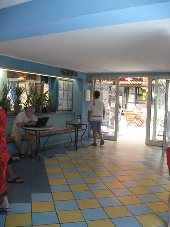 Oasi Azzurra Village : холл
