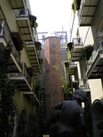 Bienville House : View of balconies from pool. Very beautiful!