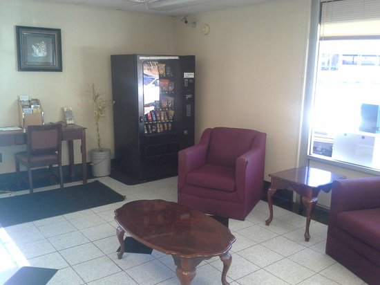 Red Carpet Inn: Front Desk Reception Area