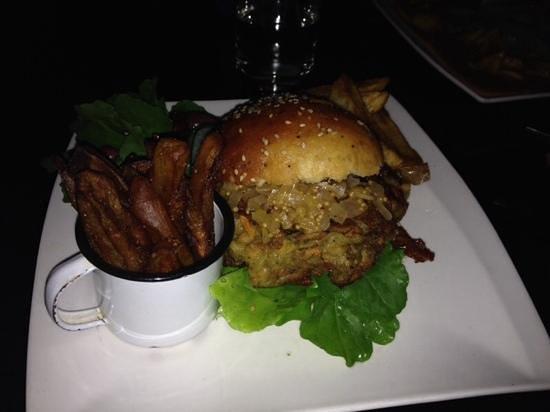 Zucchini Restaurant: chickpea burger