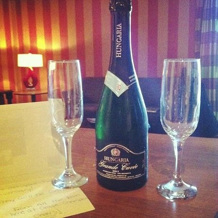 Le Champlain Hotel : Such a nice surprise to celebrate our anniversary!