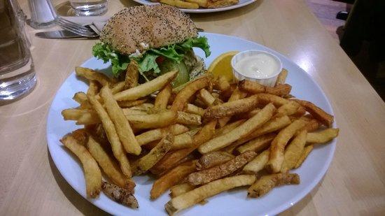 Chez Victor: Burger+fries