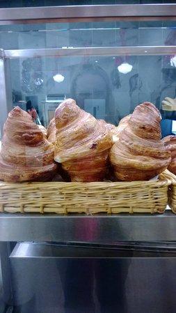 Paillard : Giant croissants