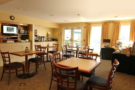MainStay Suites Greenville Airport: Breakfast Area