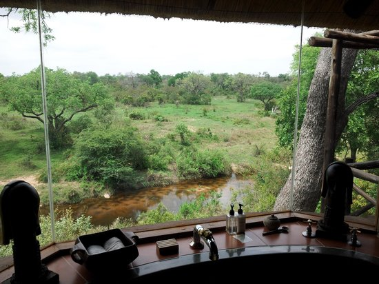 Lukimbi Safari Lodge: view from our bathroom
