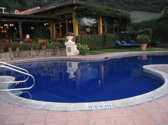 Hotel Atitlan: Pool and restaurant
