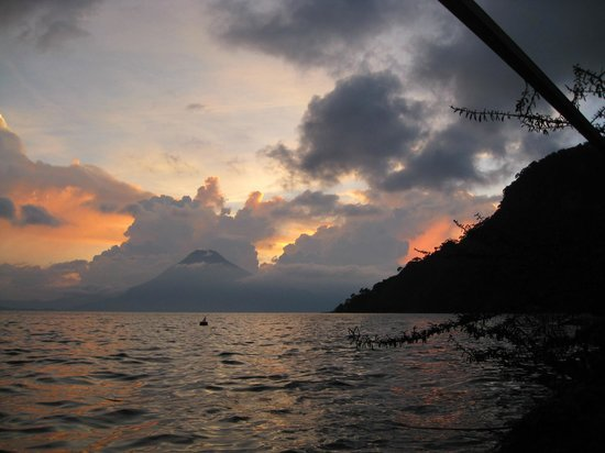 Hotel Atitlan: Lake Atitlan at sunset