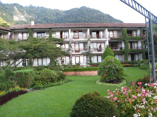 Hotel Atitlan: Rear of one hotel building