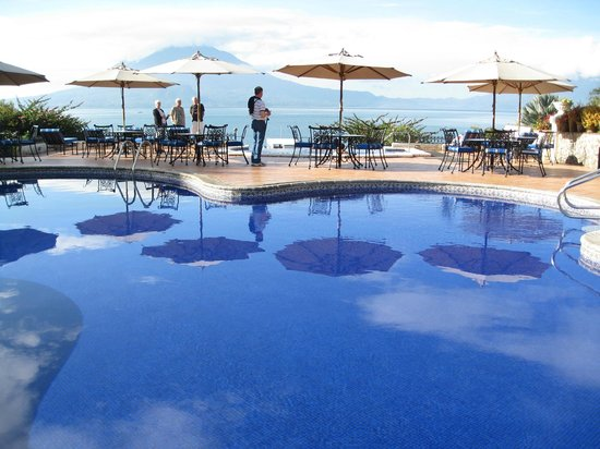 Hotel Atitlan: Pool and patio