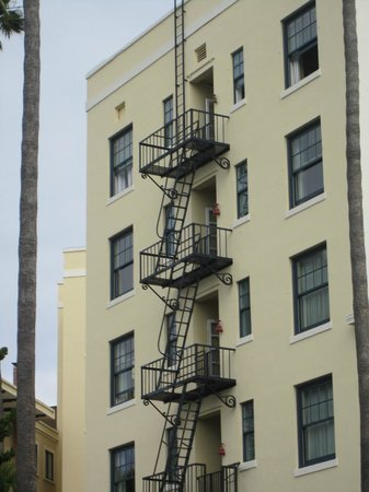 Grande Colonial La Jolla: Back of hotel.  Love the old fire escape.