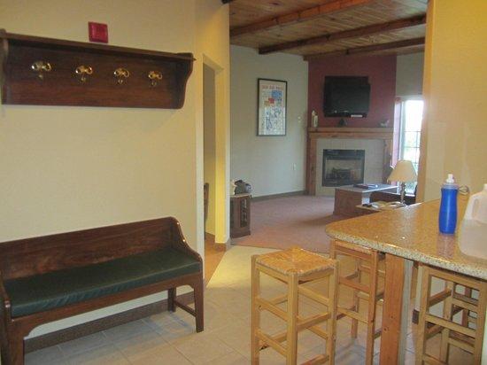 Mountain Edge Resort & Spa at Sunapee: Hall / Copa e Sala do apartamento