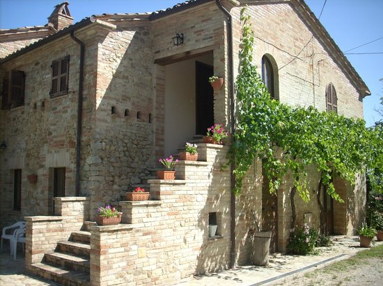Le Grotte B&B: Going upstairs