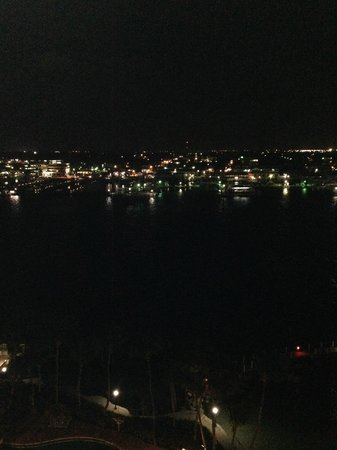 Paradise Island Harbour Resort All Inclusive: Nighttime view from balcony room