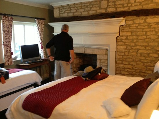 The Kings Arms Hotel: fireplace in bed room