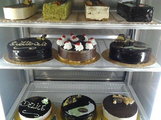 Voglia Matta: Torte squisite è uniche, setteveli al cioccolato e al pistacchio. Prelibatezze per i buongustai