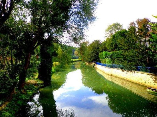 Le Moulin de Saint Martin: A beautiful view down the river